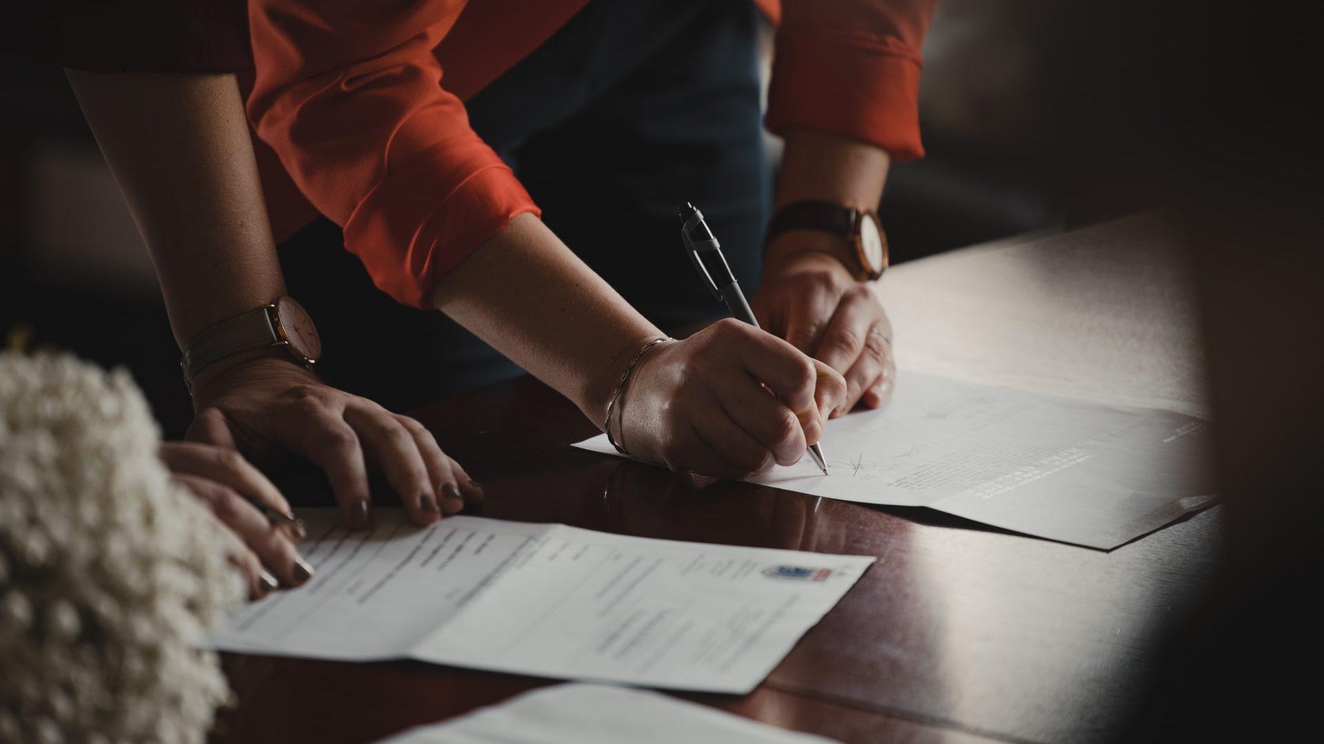 contract signing - digitalisation de l'assurance